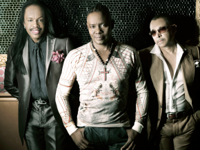 Earth Wind & Fire Live!